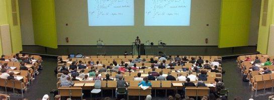 ¿Están obsoletas las clases magistrales en las universidades?